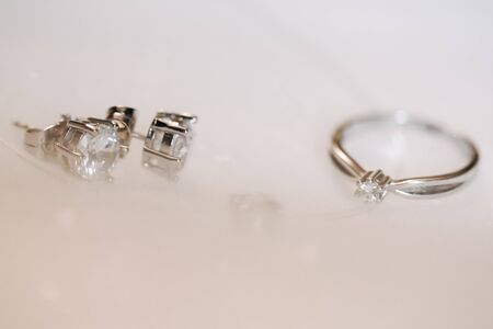 Photo pour Ring and Earrings with Diamond on White Background - image libre de droit