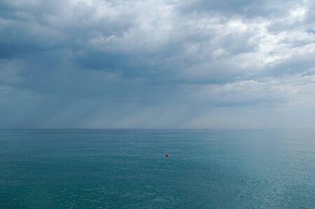 Photo pour The Black Sea. Crimea. View of the sea horizon in cloudy weather. - image libre de droit