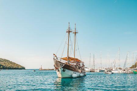 Photo pour 8. 28. 2018. Vrsar Croatia. A beautiful sailing ship for excursions comes to the port of the city of Vrsar. - image libre de droit
