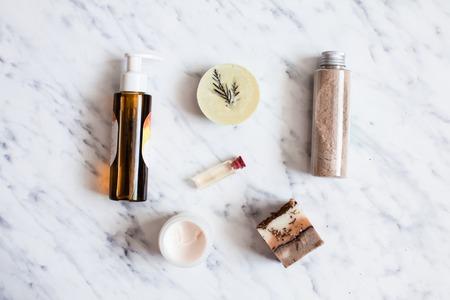 Photo pour Organic cosmetic flat lay - image libre de droit