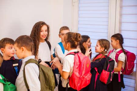 Photo pour The little pupils are waiting in the school hallway - image libre de droit