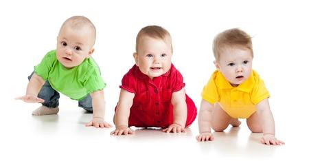 Foto de funny baby goes down on all fours - Imagen libre de derechos