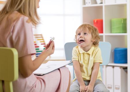 Photo pour speech therapy exercises - image libre de droit