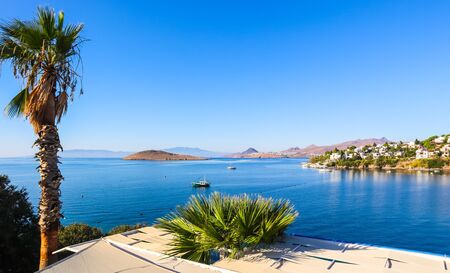 Photo pour Aegean coast with marvelous blue water, rich nature, islands, mountains and small white houses - image libre de droit