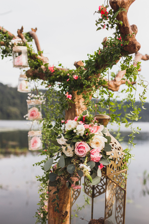 Foto de Decoration of wedding ceremony with white and pink rose flowers arrangement - Imagen libre de derechos