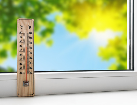 Foto de thermometer on the windowsill on the background of the summer heat - Imagen libre de derechos