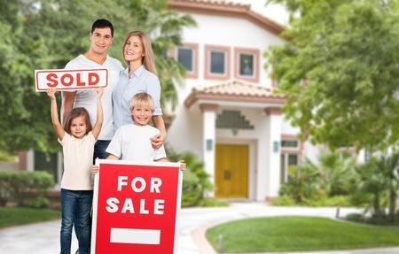 Photo pour House, Family, Residential Structure. - image libre de droit