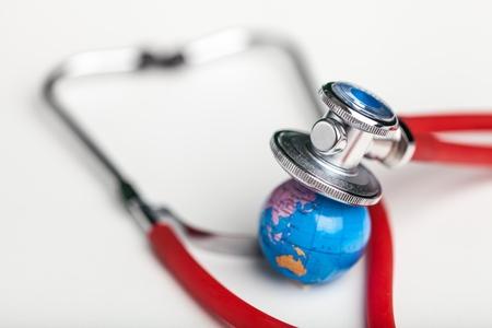 Photo pour Globe with a stethoscope. - image libre de droit