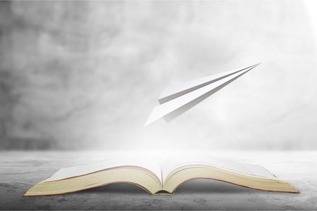 Photo pour surreal book concept pages flying out of - image libre de droit