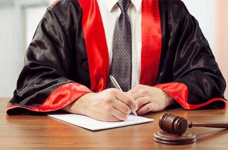 Photo pour Close-up gavel judge with lawyer working - image libre de droit