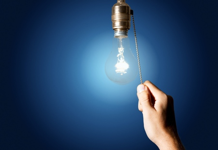 Photo pour Hand turning off the bulb lamp.Turning off - image libre de droit