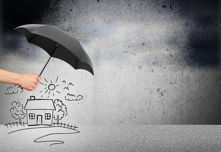 Foto de Life and family insurance - safety concept - Imagen libre de derechos