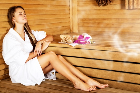 Photo pour Young woman relaxing in spa.Healthcare and beauty - image libre de droit