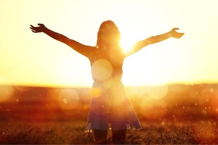 Photo pour Young woman on field under sunset light - image libre de droit