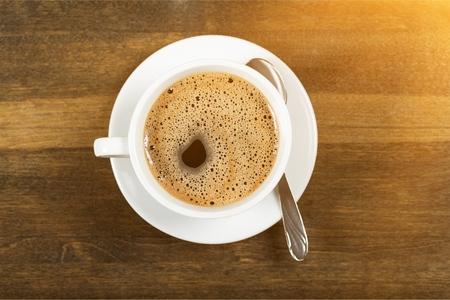 Photo pour Coffee cup  on wooden background - image libre de droit