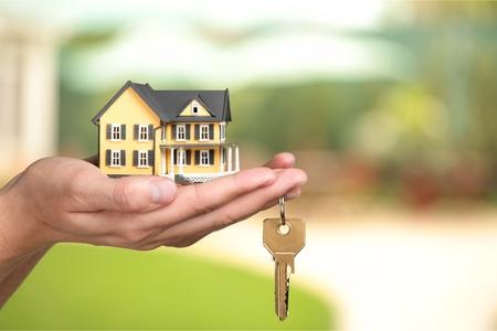 Photo pour Businessman Holding House Model and Keys, Real - image libre de droit