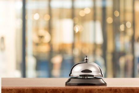 Photo pour Vintage hotel reception service desk bell on - image libre de droit