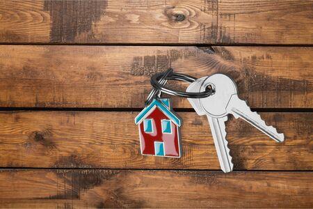 Photo pour House keys on wooden floor background - image libre de droit