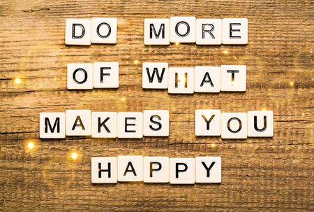 Photo pour Do More Of What Makes You Happy card with bokeh background - image libre de droit