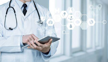 Photo pour Doctor at hospital working with tablet pc - image libre de droit