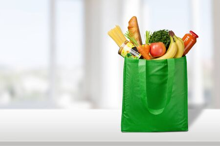 Photo pour Full shopping  bag, isolated over  background - image libre de droit