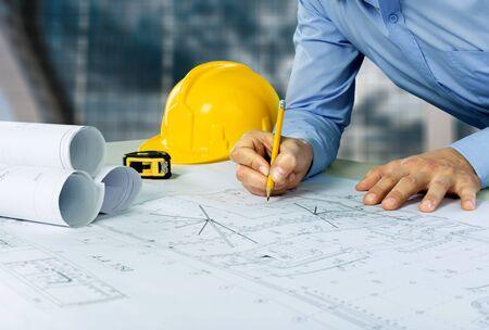 Photo pour Architect sketching a construction project - image libre de droit