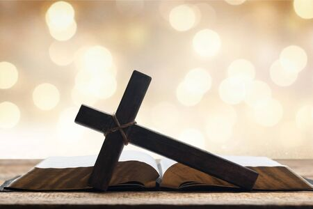 Photo pour Holy Bible on the background of the Christian cross and the life-giving divine light. The hope of mankind for salvation. The way to God through prayer. The Resurrection and Rapture of Jesus. - image libre de droit