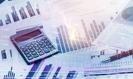 Photo pour Pen and Calculator on Business Graphs and Charts - image libre de droit
