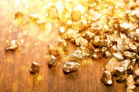 Foto de Gold nuggets on background. closeup - Imagen libre de derechos
