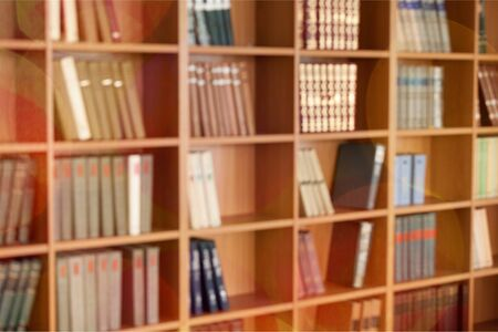 Foto de Many books on shelves, Blurred Library backdrop - Imagen libre de derechos