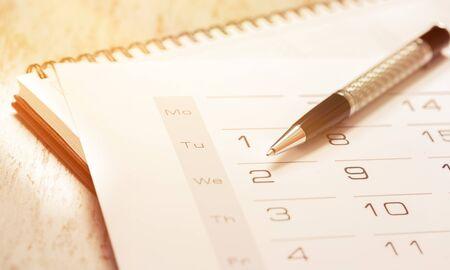 Photo pour calendar and pen - image libre de droit