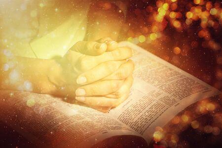 Foto de Woman Praying with Bible close up - Imagen libre de derechos