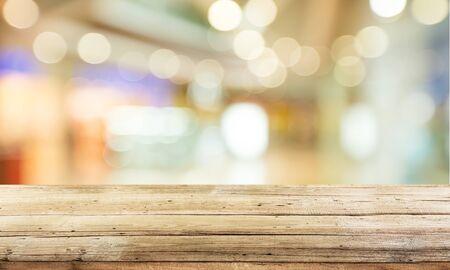 Photo pour Worn table and blur with bokeh background - image libre de droit