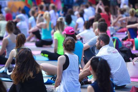 Photo pour Belarus, Minsk, 2016.people doing exercise in the park during the international yoga day festival - image libre de droit