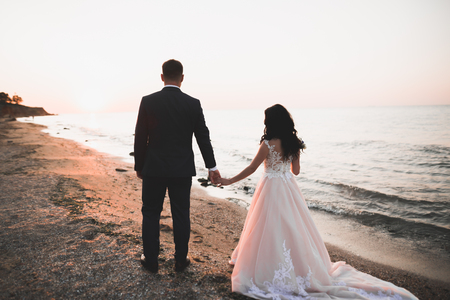 Foto für Happy and romantic scene of just married young wedding couple posing on beautiful beach. - Lizenzfreies Bild