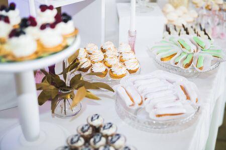 Photo pour Delicious wedding reception candy bar dessert table. - image libre de droit