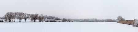 Photo pour panorama Winter view Trees covered with frost grow on the shores of the lake. Beautiful winter nature, the fairy tale of the year. - image libre de droit