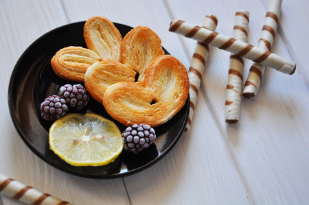 Pastry with bramble and a slice of lemon