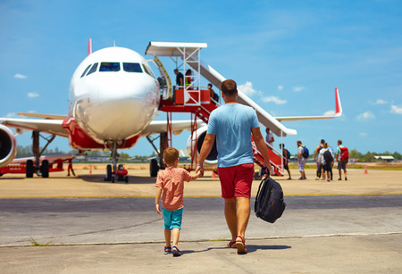 Photo pour family walking for boarding on plane in airport, summer vacation - image libre de droit