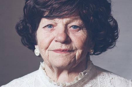 Photo pour portrait of mature elegant woman, 80 years old - image libre de droit