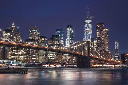 Photo pour Views of the Brooklyn Bridge. Its a famous and iconic bridge in New York which passes the east river. - image libre de droit