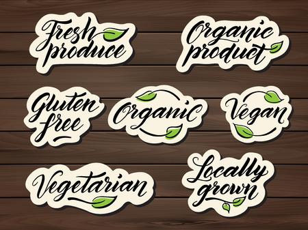 Vektor für Hand drawn healthy food letterings. Label, badge, logo template on a wooden background. Eps 10 vector. - Lizenzfreies Bild
