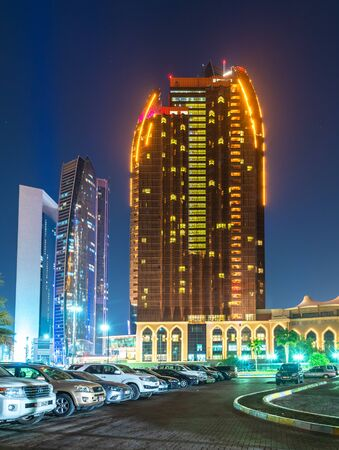 Photo pour Abu Dhabi, UAE - March 29. 2019. The Bab Al Qasr Hotel in night - image libre de droit