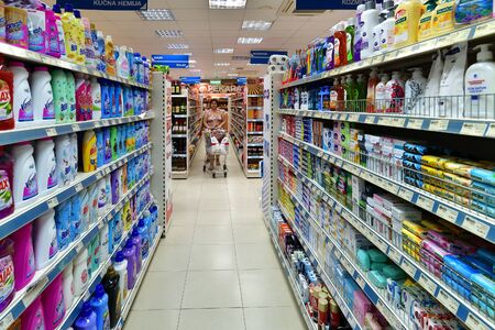Photo pour Budva, Montenegro - Jone 12.2019. The Products and related products in the Megapromet store - image libre de droit
