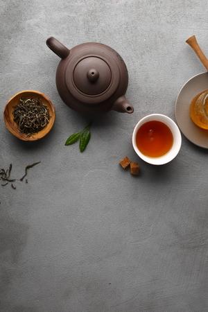 Photo pour Tea setting on gray background, copy-space - image libre de droit