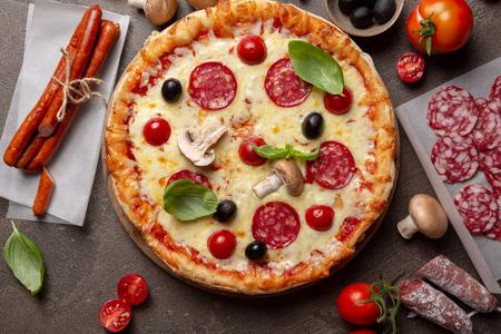 Photo pour Pizza with mushrooms top view - image libre de droit