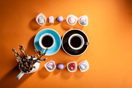 Photo pour Overhead view of two cups of coffee and candies - image libre de droit