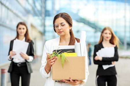 Photo pour A young beautiful woman was fired from her job. The end of a career. Concept for business, unemployment, labor exchange and dismissal - image libre de droit