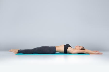Foto de Beautiful woman doing sport exercises on mat - Imagen libre de derechos
