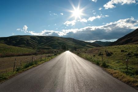Photo pour shining asphalt of a country road in backlit - image libre de droit